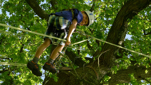 student-climbs-with-with-safety-equipment